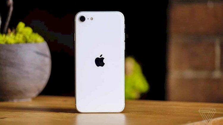 Sạc nhanh cho viên pin 1.821mAh của iPhone SE 2020 bằng củ sạc 18W mất gần 2 tiếng