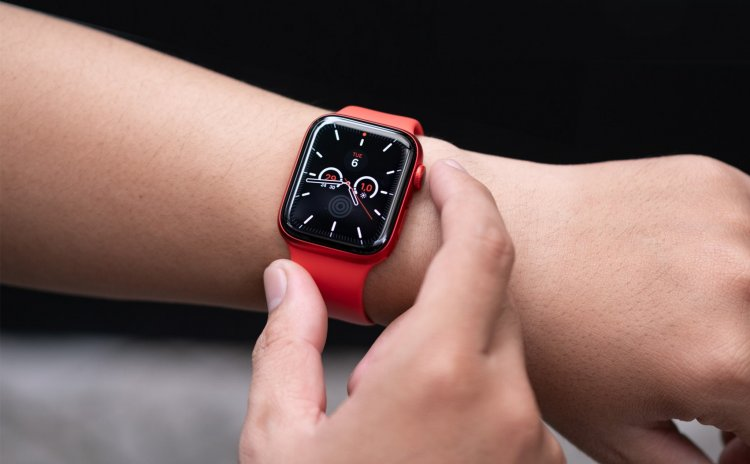 Apple Watch trong tương lai sẽ có camera và đèn flash ẩn dưới màn hình?