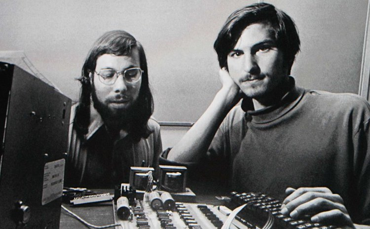 """Đồng sáng lập Apple ủng hộ quyền tự sửa chữa thiết bị: """"Apple cũng đi lên từ công nghệ mở"""""""