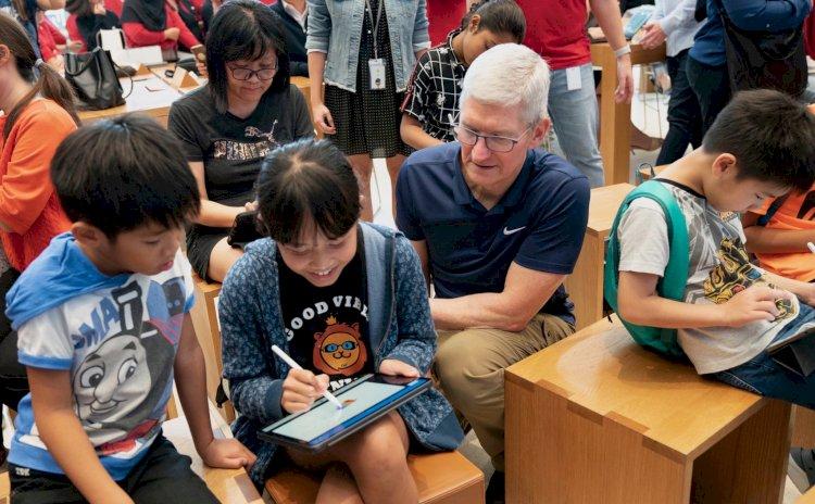 CEO Apple Tim Cook đang có một chuyến đi tới Singapore