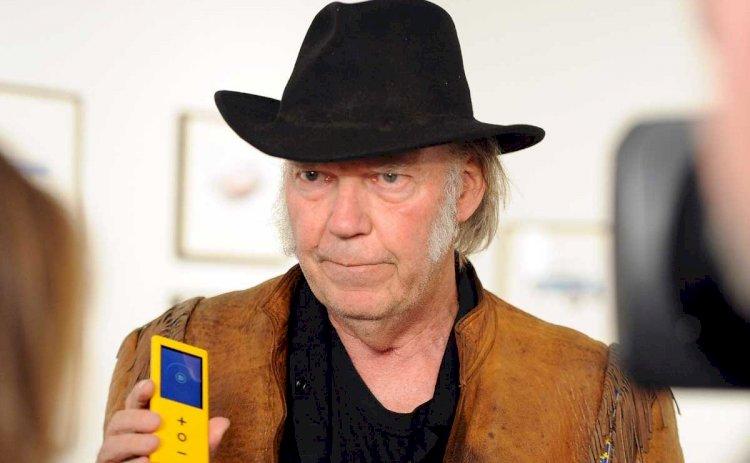 """Neil Young cho rằng chiếc Macbook Pro có """"chất lượng âm thanh như đồ chơi trẻ con"""""""